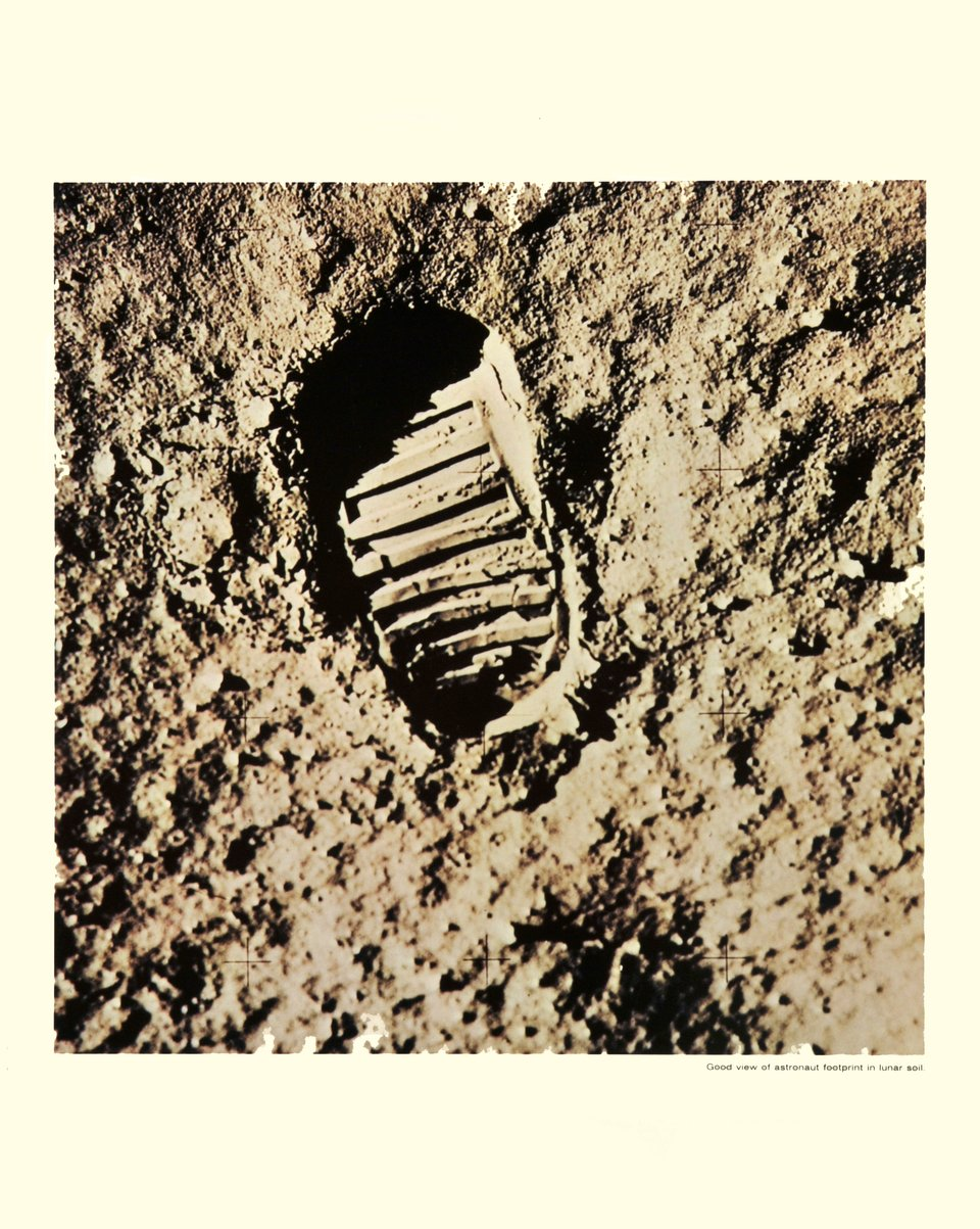Apollo XI, Good view of astronaut footprint in lunar soil – Vintage poster – Photo NASA – 1969