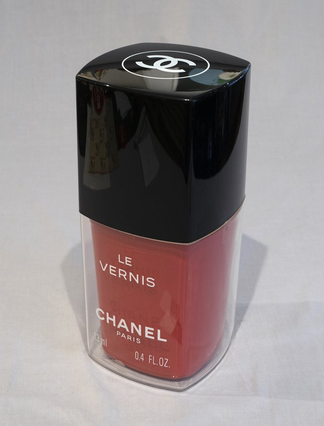 Vernis à ongles PLV Chanel